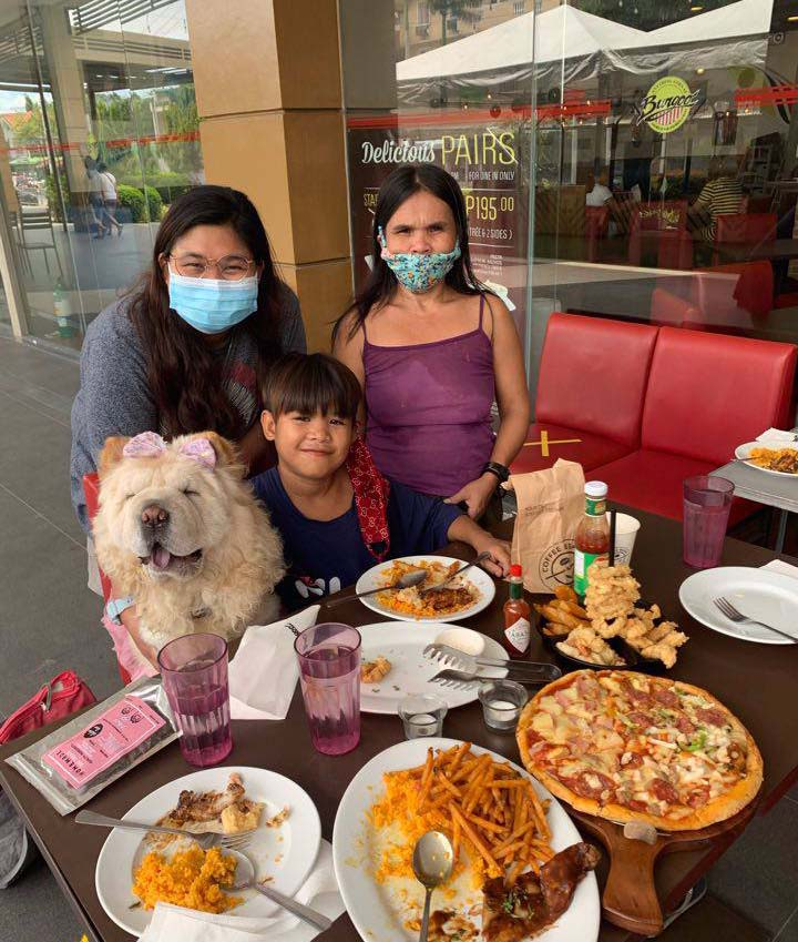 Mazikeen the Chow - Rondel and mom Nerissa eating at a restaurant