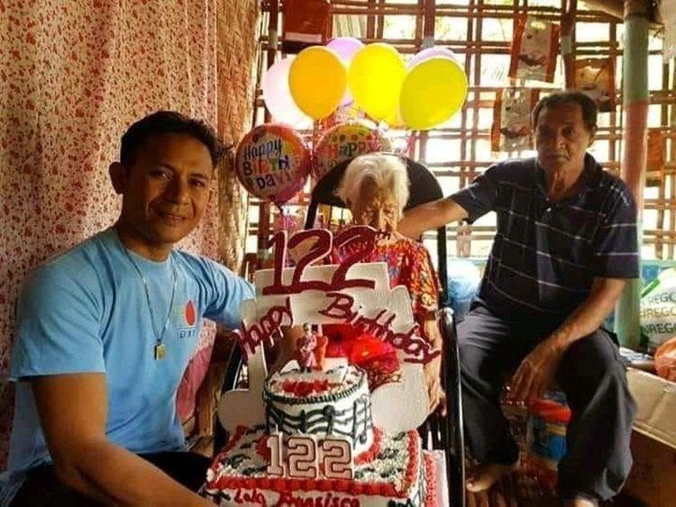 123 years old lola