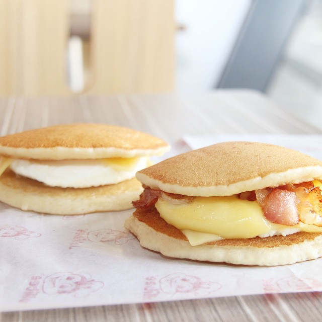 jollibee under 350 calories - pancake sandwich