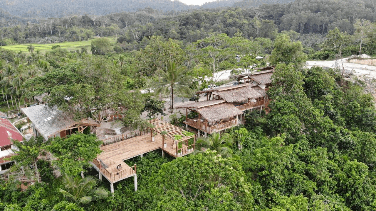 Treehouse hotels - Beso Hilltop Retreat
