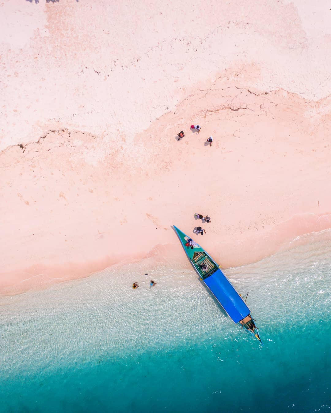 Philippine islands - Pink sand of Great St. Cruz Island