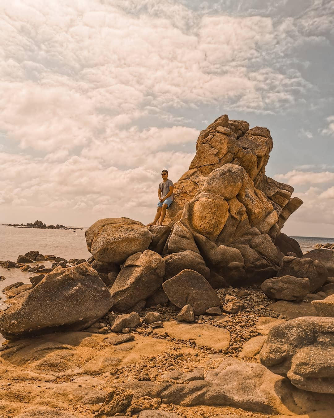 Philippine islands - Rock formations in Lubang Island