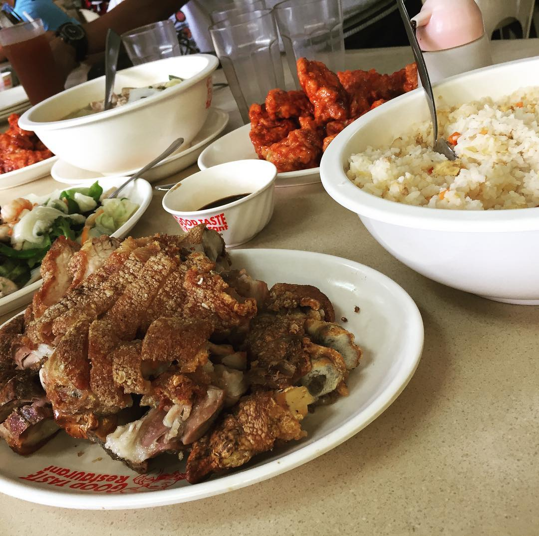 Filipino etiquette tips - eating with the family