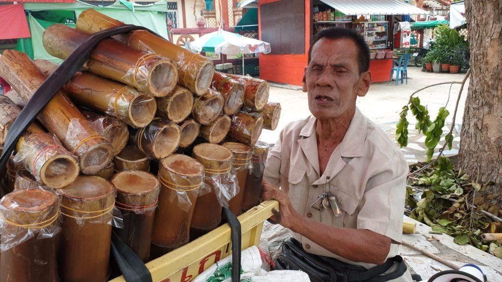 blind man sell sticky rice to take care of his wife Phetchaburi
