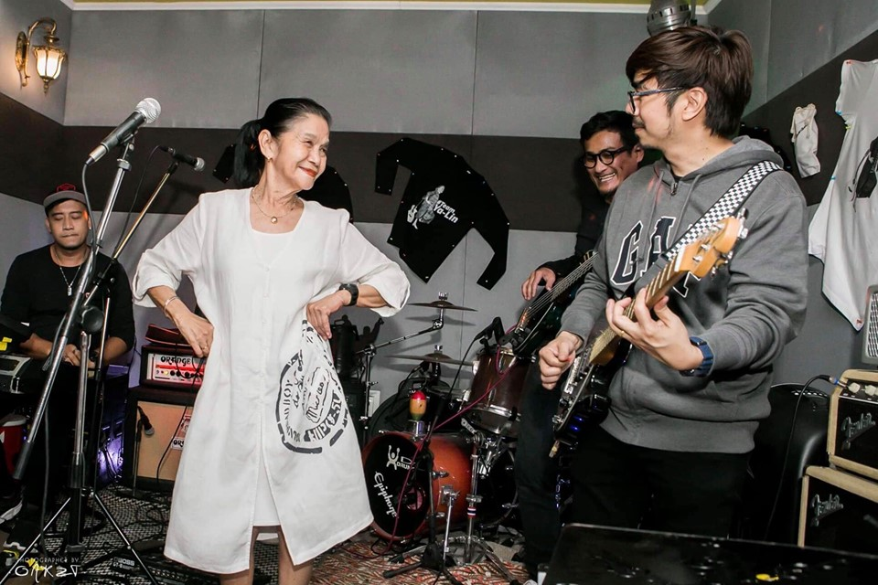 malinda herman performs with her band