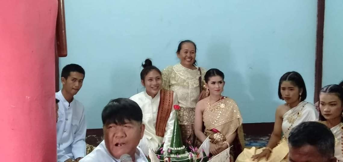 Gift and Pond Get Married in Thai ceremony