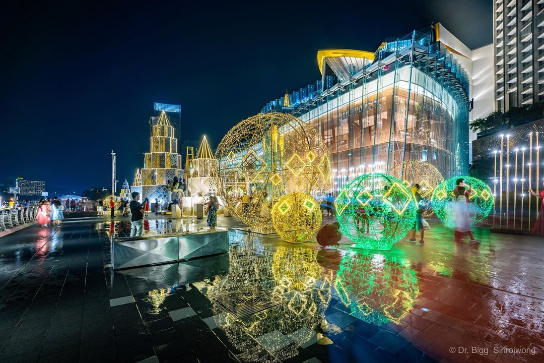 ICONSIAM Has Festive Light Installations Like A Glowing Rose Garden And Dancing Fountains