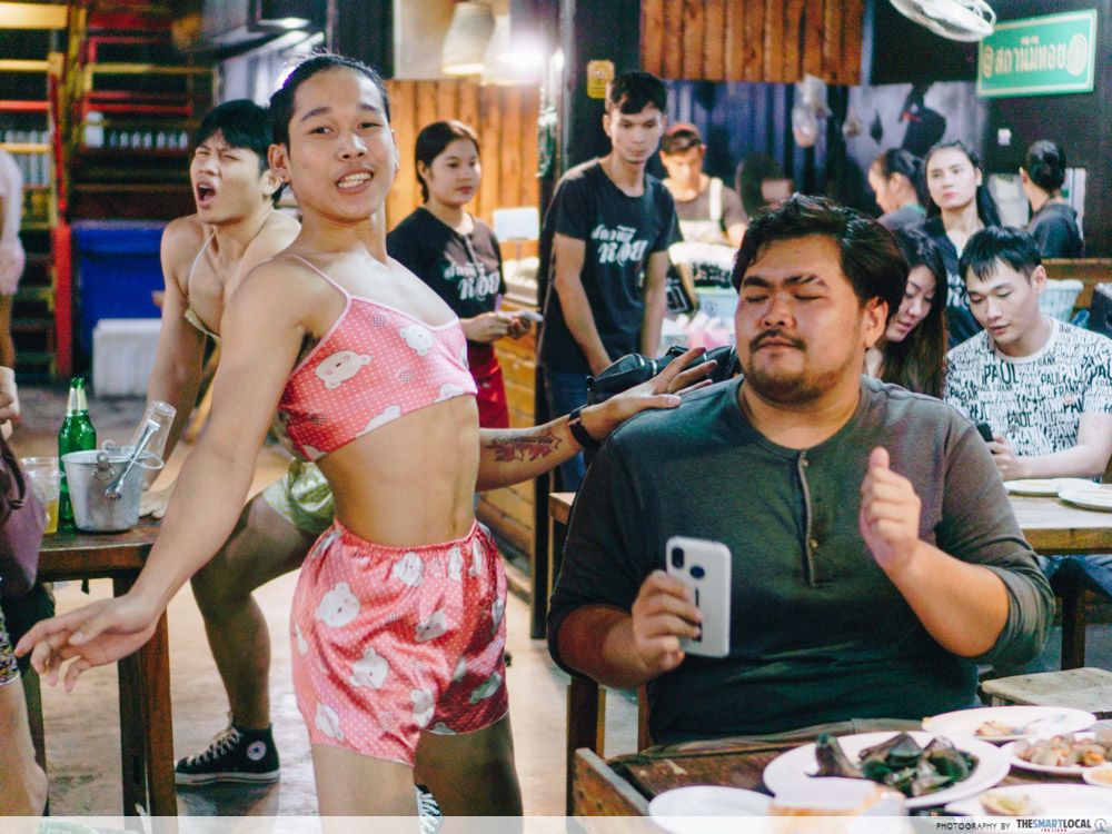 Sathanee Mee Hoi Is A Bangkok Seafood Restaurant With Dancing Waiters For Maximum Entertainment
