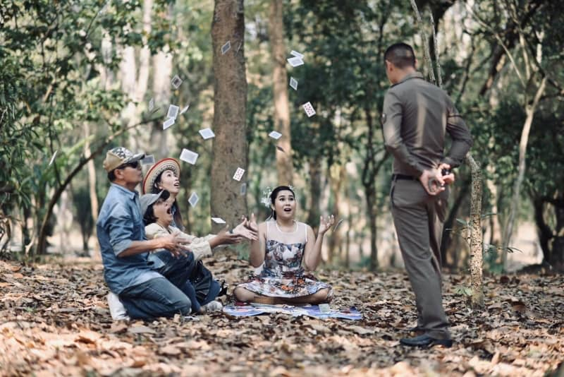 Funny pre-wedding photoshoot in Thailand