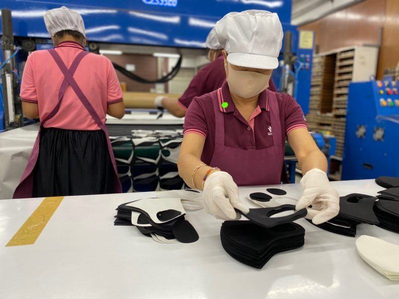 Wacoal produces face masks and give it free