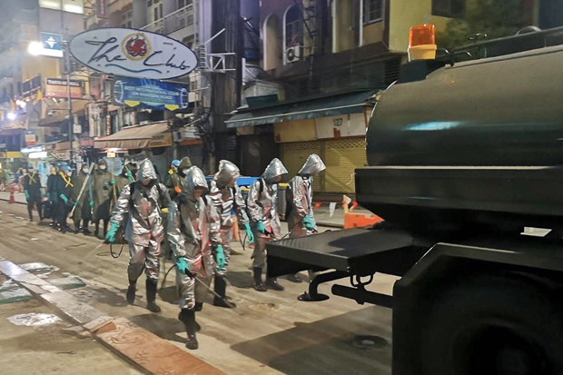 Thai army cleans Bangkok at night from now until 31st March