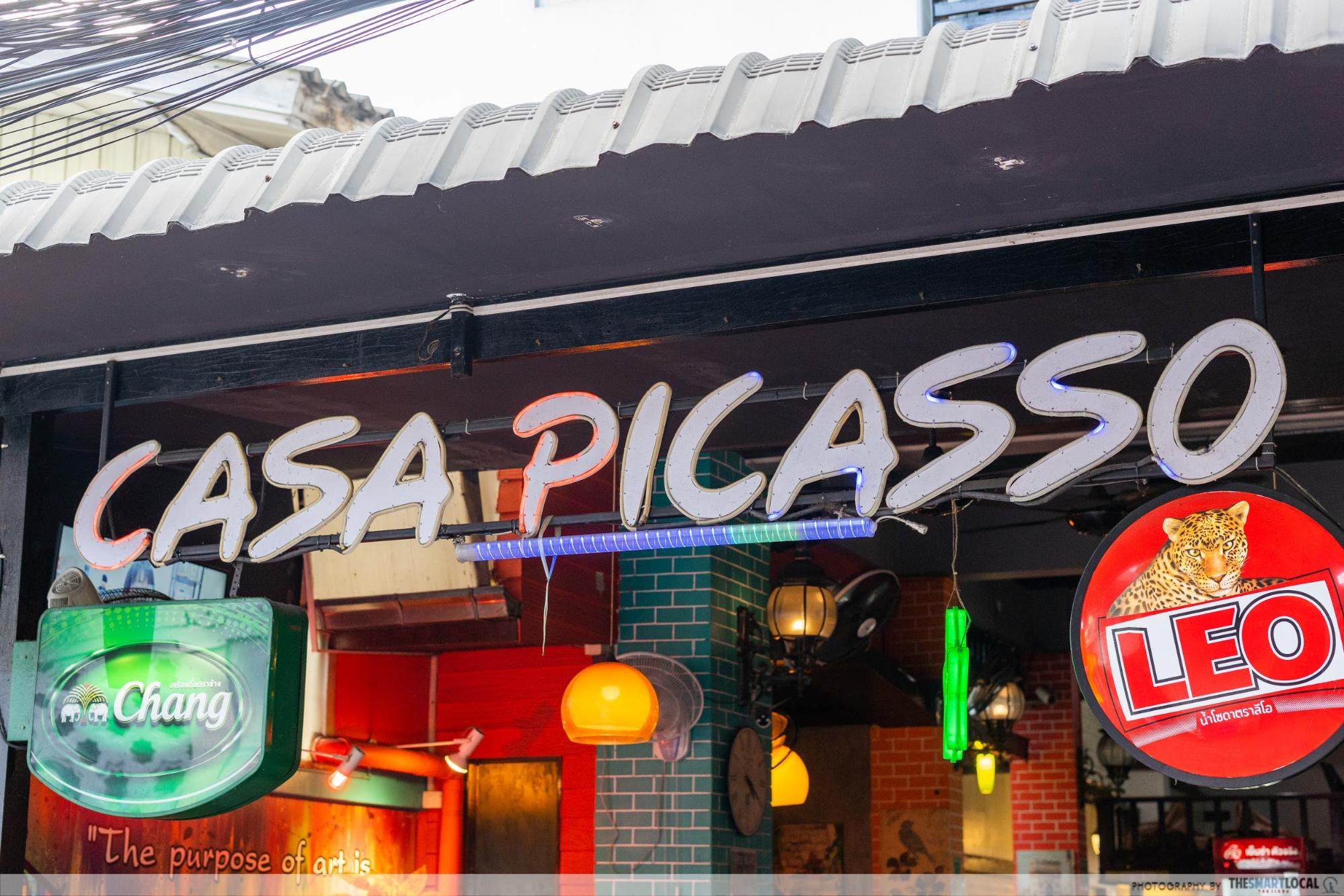 Giant pizzas at Casa Picasso