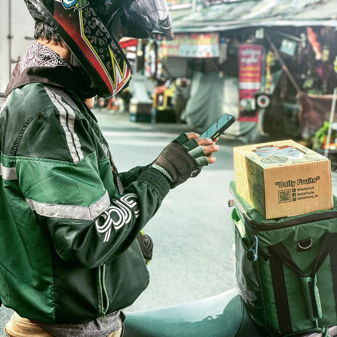 grab drivers protest in thailand