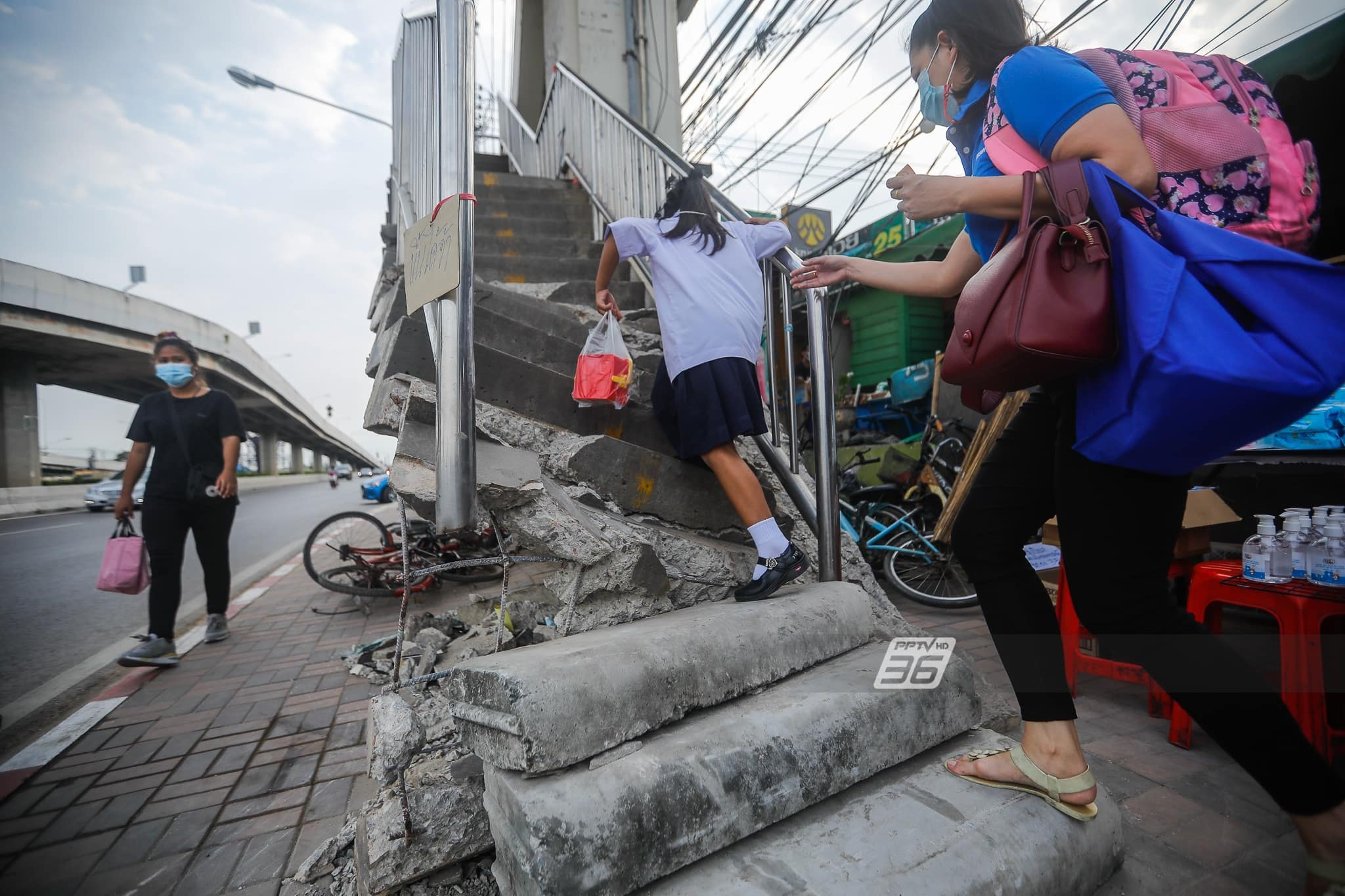 collapsing-overpass-thailand