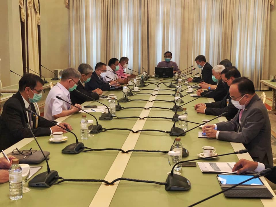 PM Prayut Didn't Wear A Mask At A Cabinet Meeting, He Got Fined ฿6,000