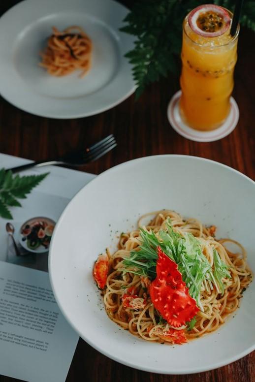 Hanasaki spaghetti at Basta Hiro restaurant in saigon