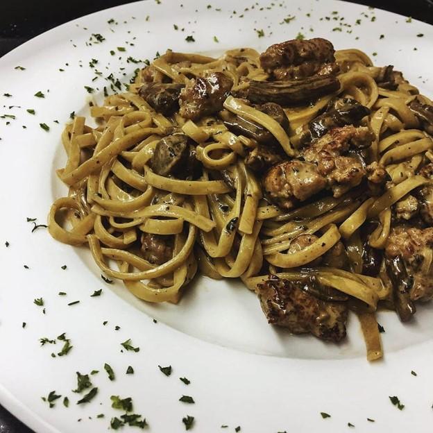Carpaccio squid ink pasta
