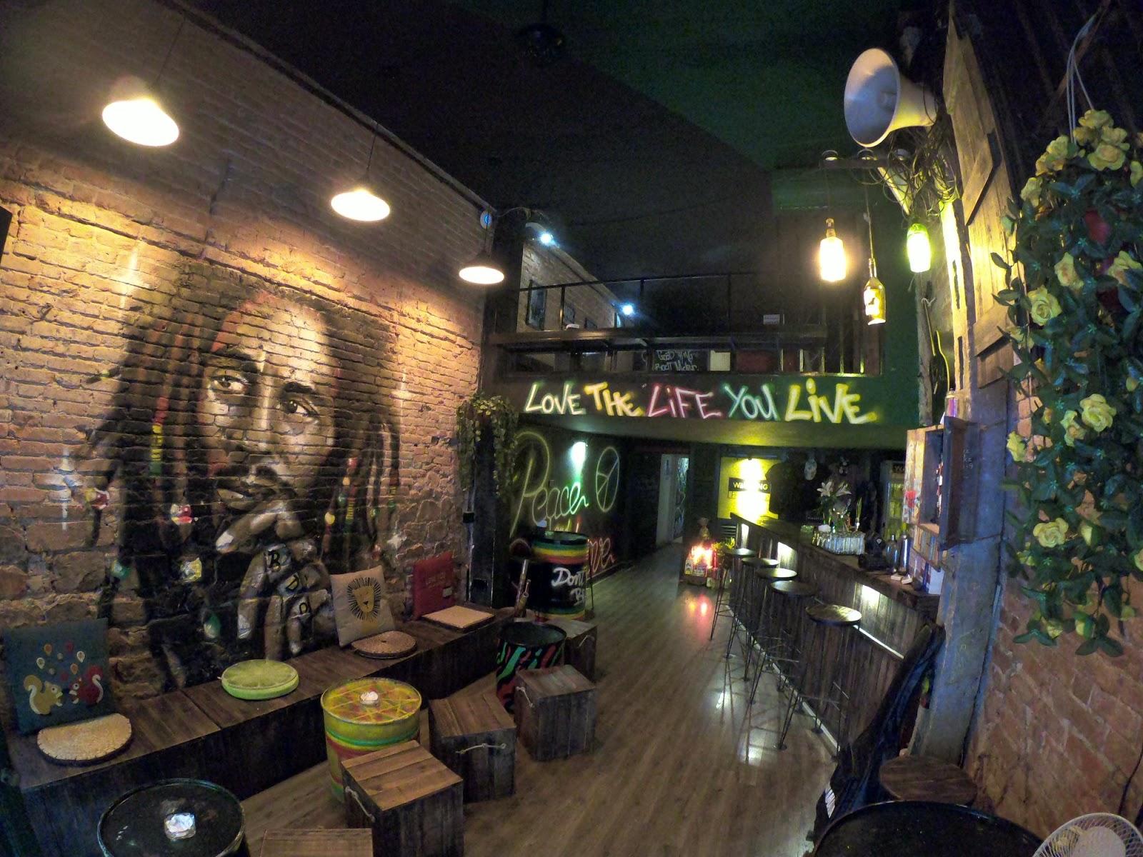 hanoi old quarter bars warning pub