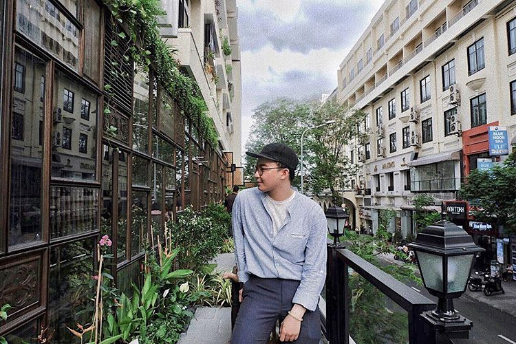 co ba dong khoi rooftop café balcony