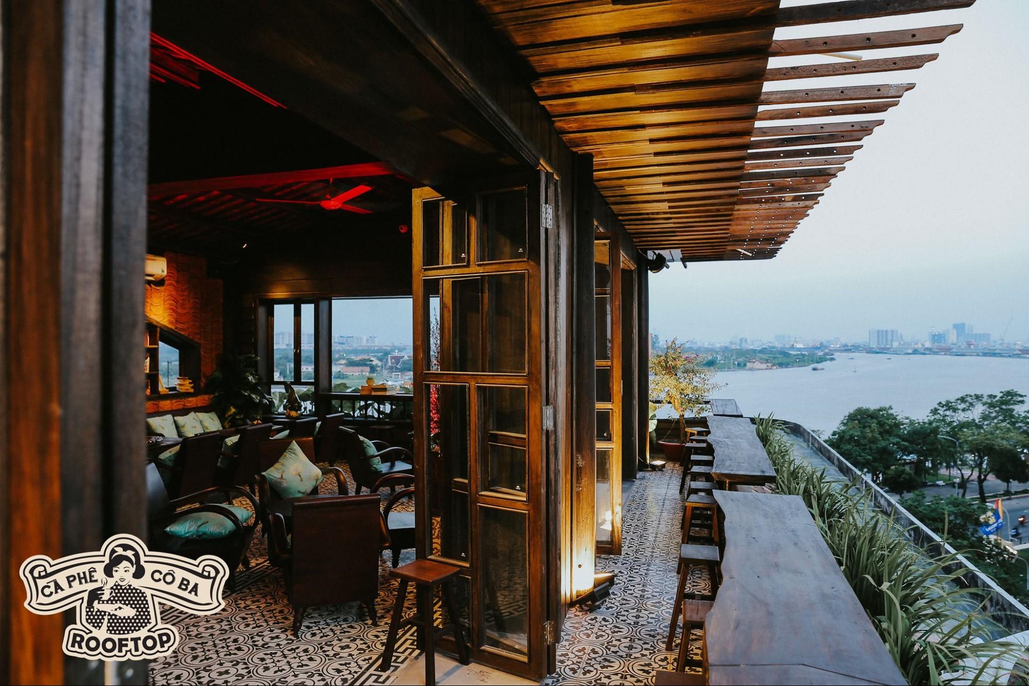 co ba dong khoi rooftop café