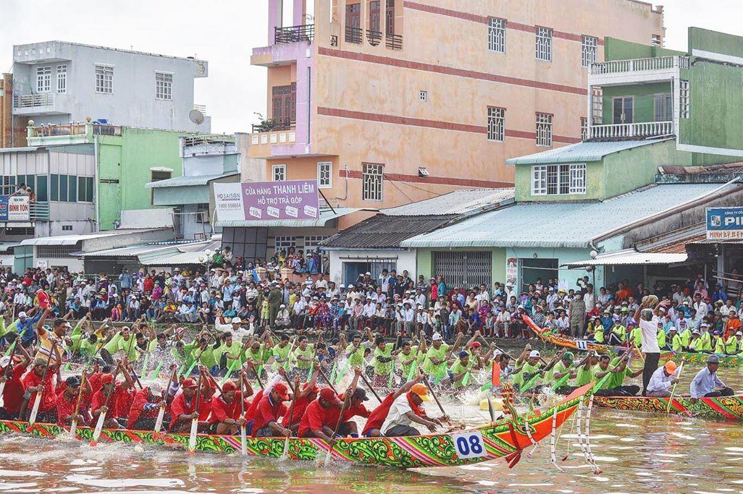 vietnamese festivals ok om bok ghe ngo racing