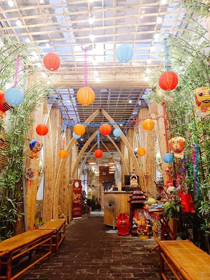 hanoi vegetarian restaurant huong thien entrance