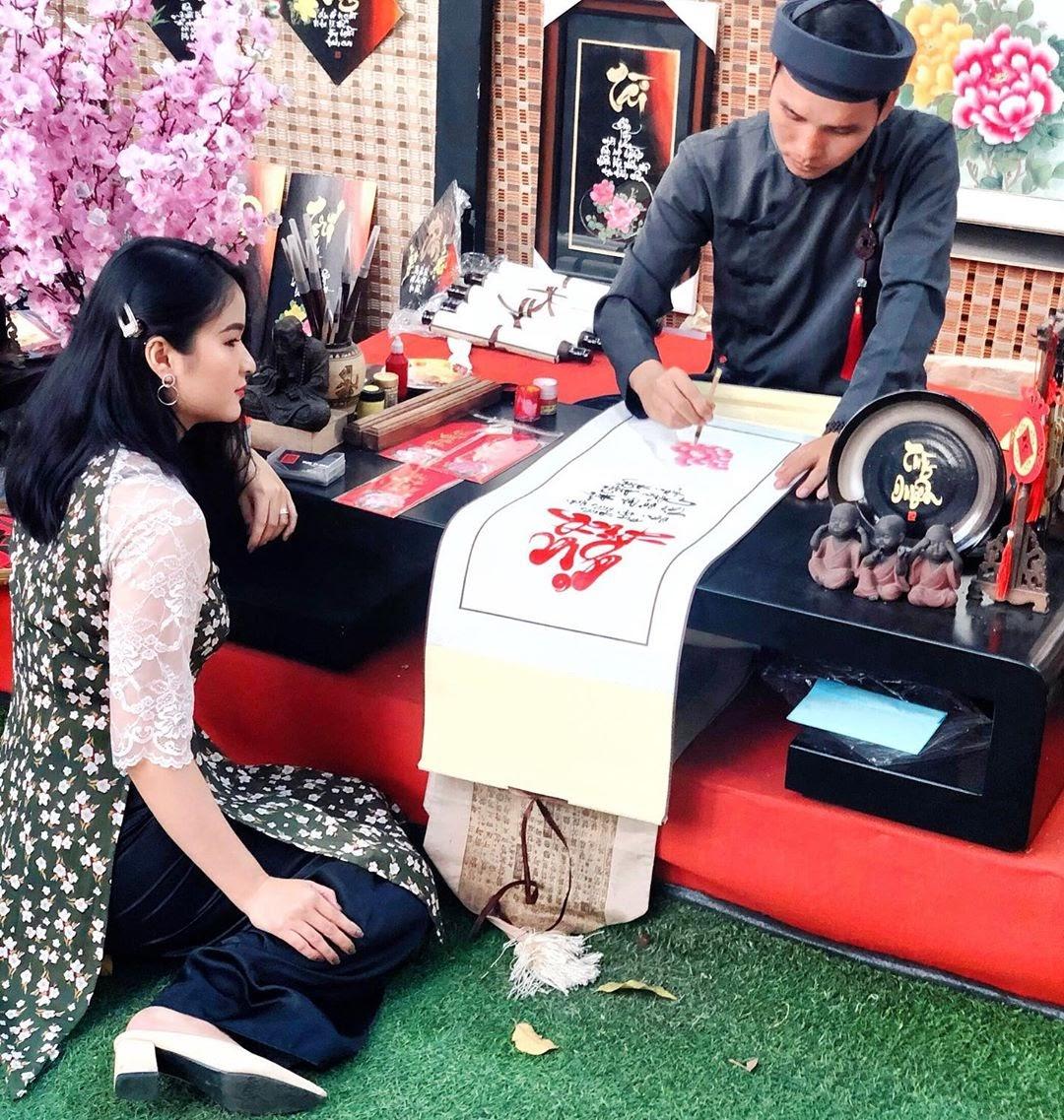 vietnamese festivals tet calligraphy