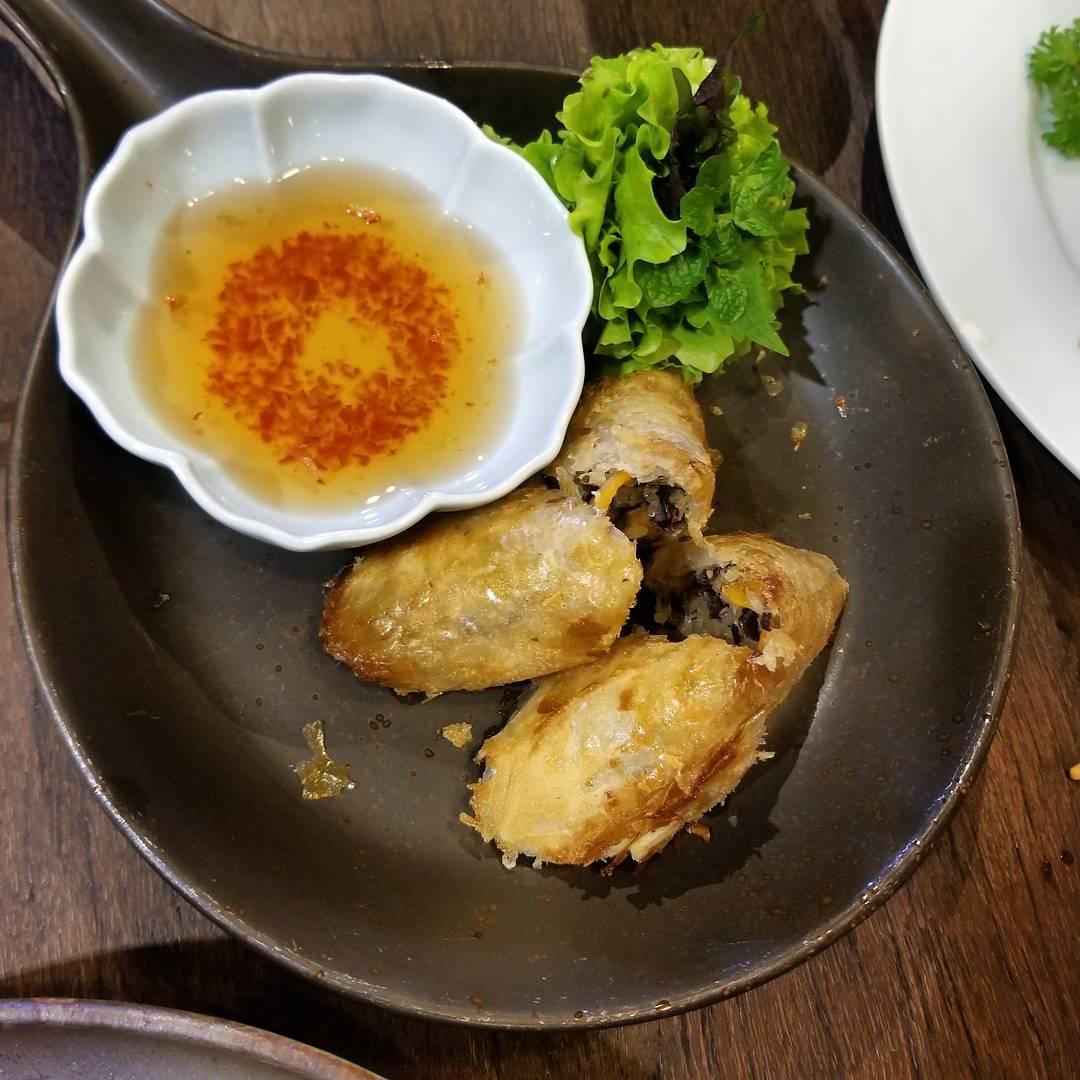 hanoi vegetarian restaurant uu dam chay square spring roll