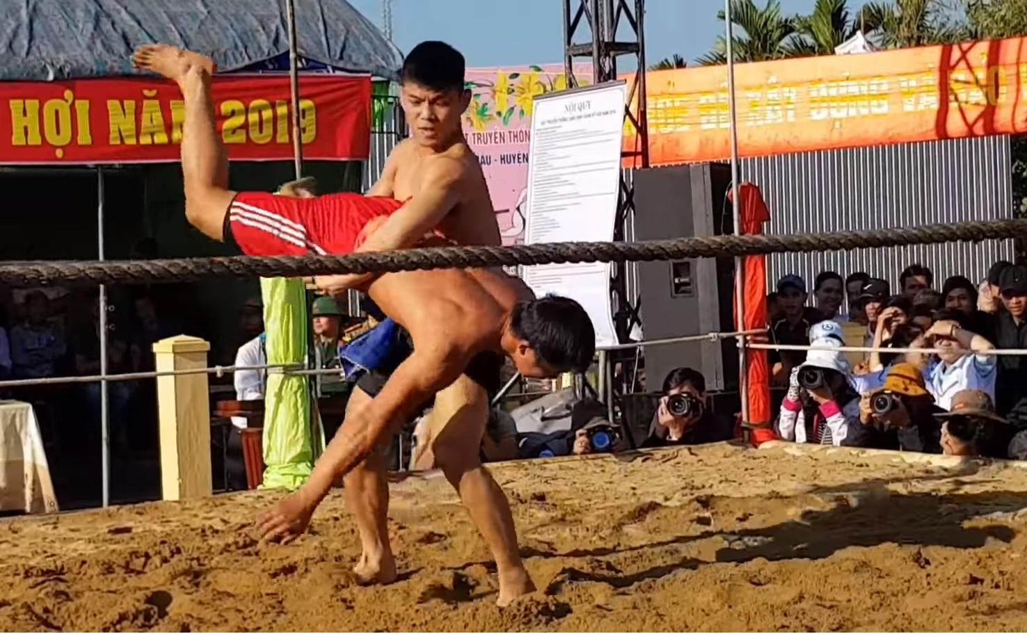 vietnamese festivals wrestling