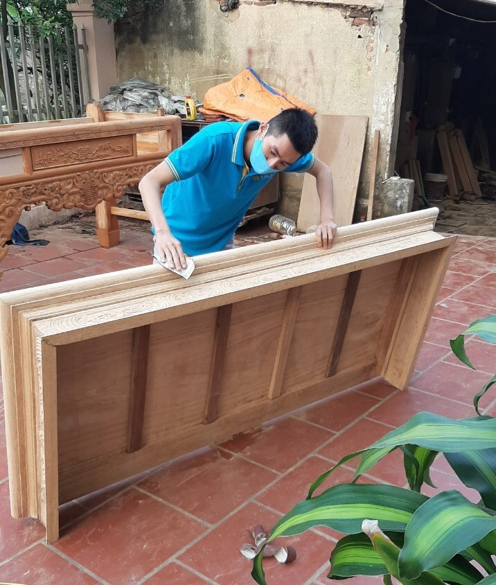 airline worker carpentry
