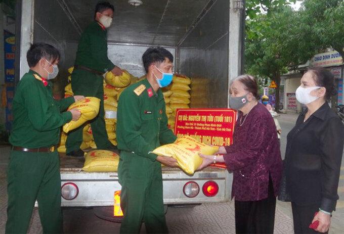 vietnamese grandmas donating to covid 19 fight