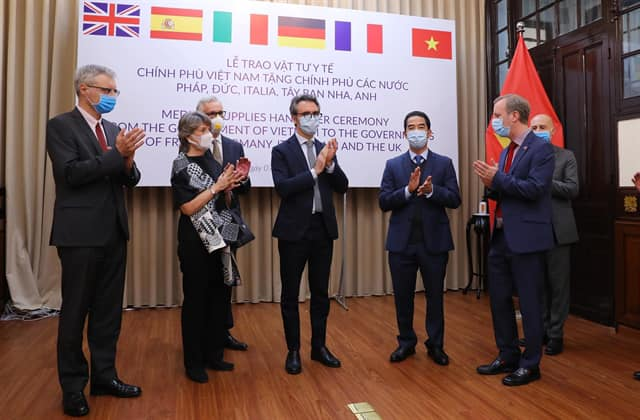 vietnamese government support other countries in covid-19
