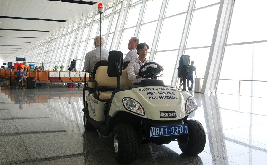 Noi Bai airport electric vehicles