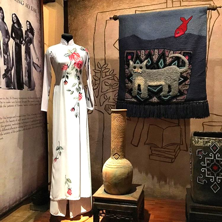 Ao dai museum District 9