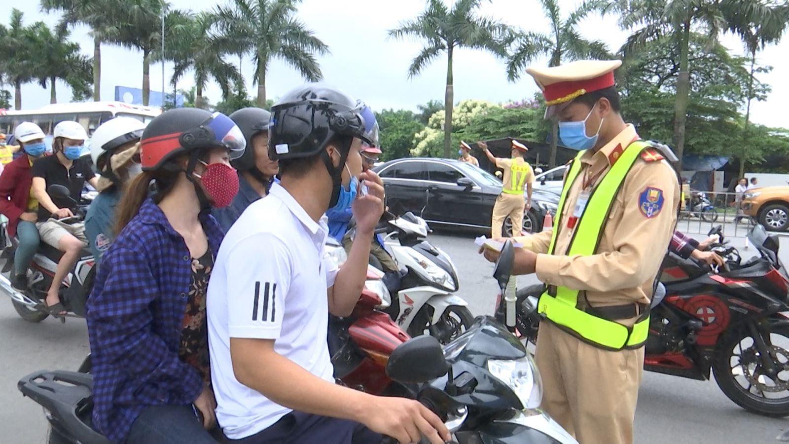 Vietnam traffic rules_license check