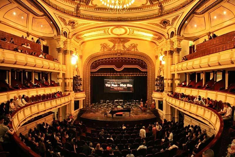 saigon then & now _ Opera house