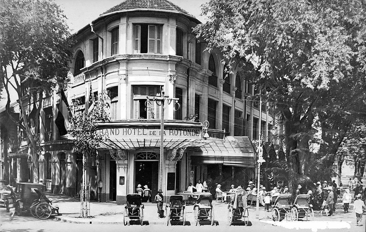 saigon then & now _hotel majestic opposite