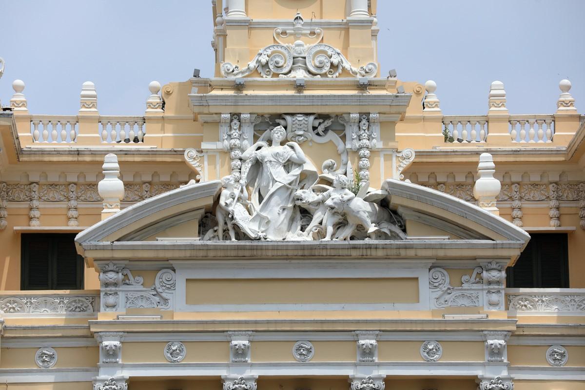 saigon then & now _city hall