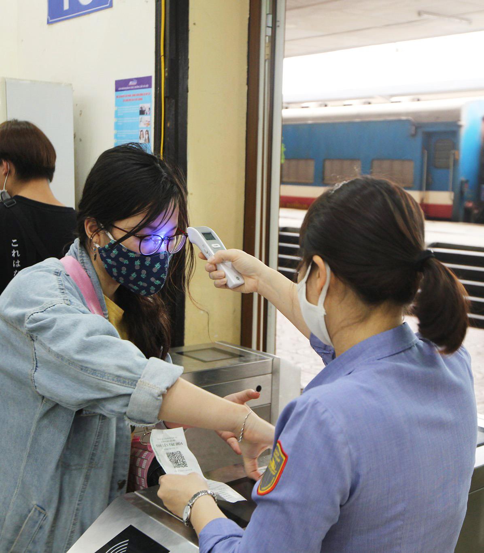 Vietnam new COVID-19 cases_train station
