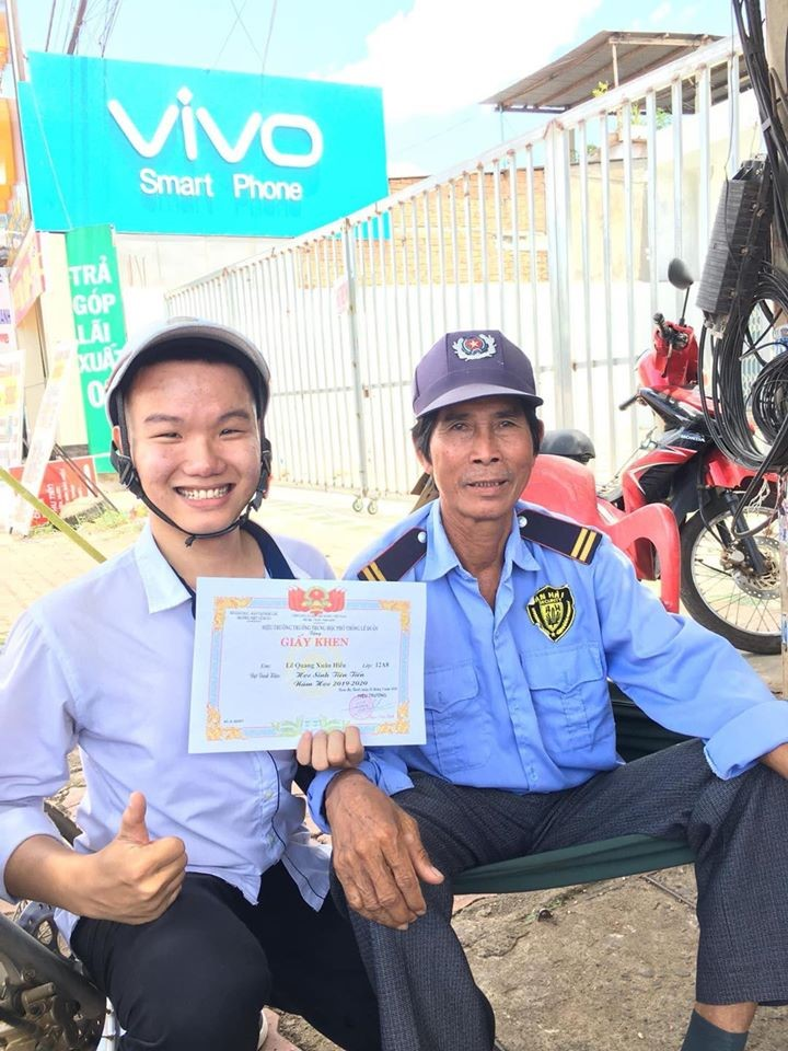 vietnamese student showing off average score with a security guard