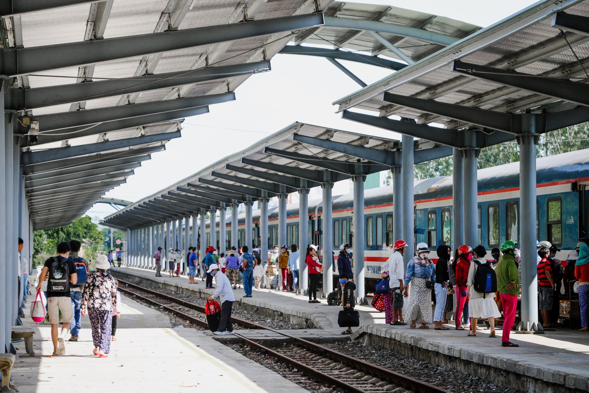 Vietnam new COVID-19 cases_train station