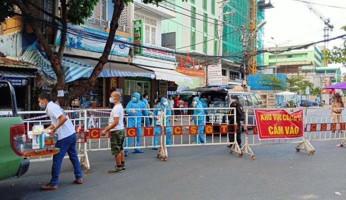 Danang COVID-19 volunteer
