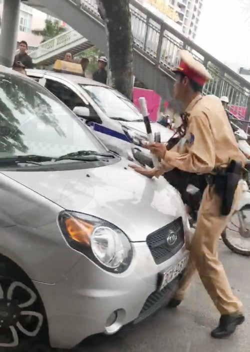 Vietnam traffic rules_traffic police can use weapon