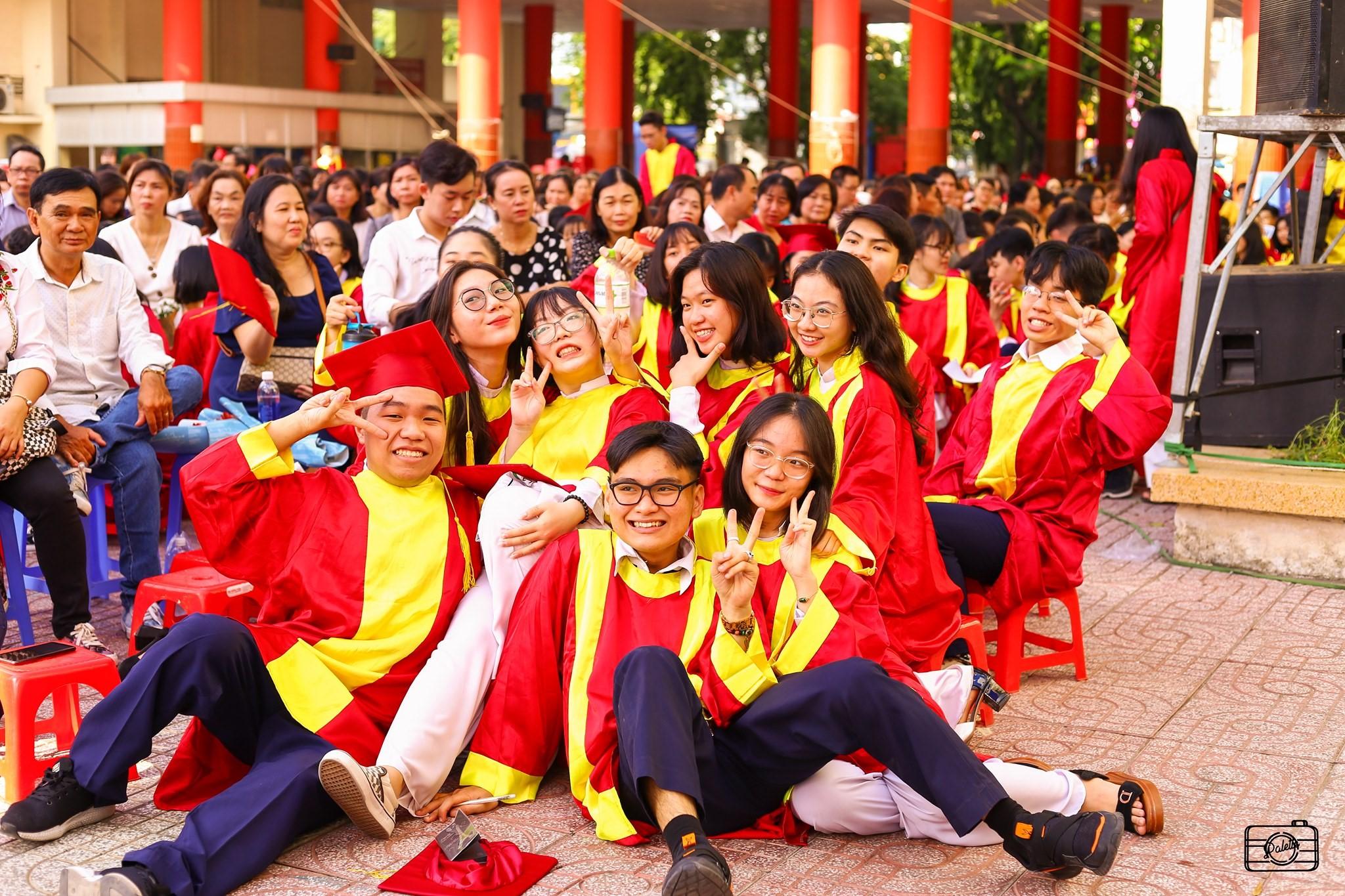 Vietnam new COVID-19 cases_students graduate