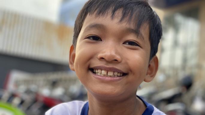 Saigon boy helps people_Kim Song Hoang Nhi
