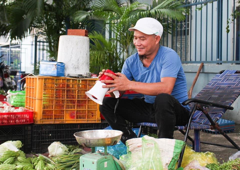 vendor give free vegetable _Minh