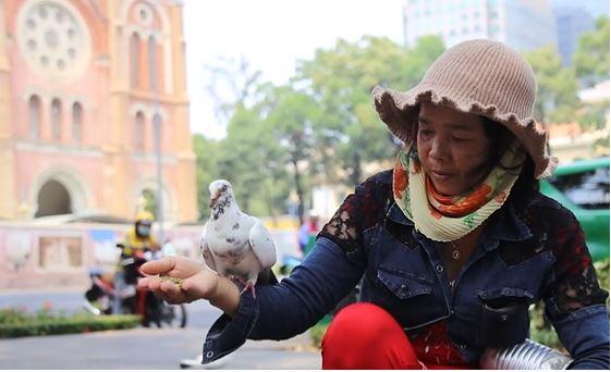 Saigon zoo_Notre Dame Cathedral vendor