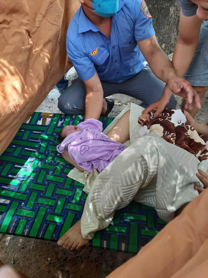 childbirth train staff_passenger giving birth