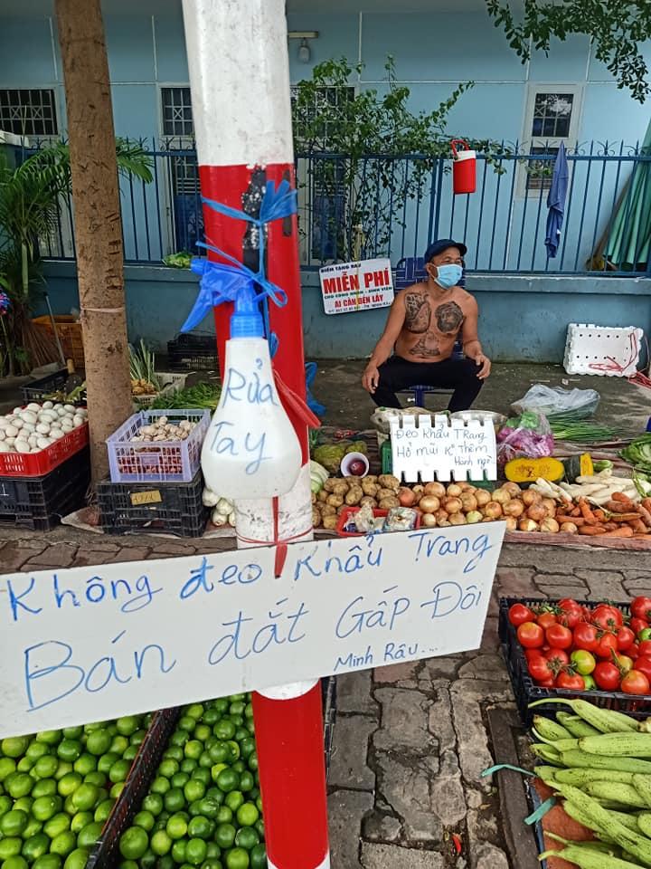 vendor give free vegetable_wear masks