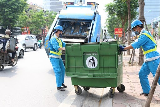 Vietnam trash collectors